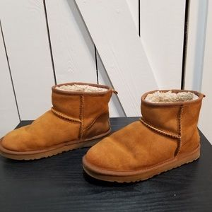 Ugg short brown boots size US 6